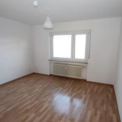 *Zentral gelegen* Geräumige 3 Zimmer im gepflegten Wohnhaus mit Sonnenbalkon 4