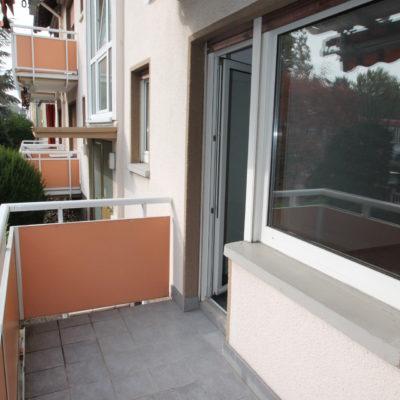 *Zentral gelegen* Geräumige 3 Zimmer im gepflegten Wohnhaus mit Sonnenbalkon 7
