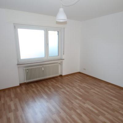 *Zentral gelegen* Geräumige 3 Zimmer im gepflegten Wohnhaus mit Sonnenbalkon 8