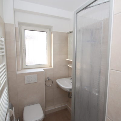 *Zentral gelegen* Geräumige 3 Zimmer im gepflegten Wohnhaus mit Sonnenbalkon 6