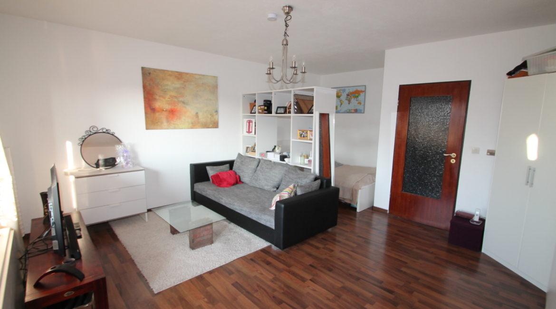 Kelsterbach: Teilmöblierte Wohnung auf ca. 45m² mit EBK & Sonnenbalkon im alten Ortskern