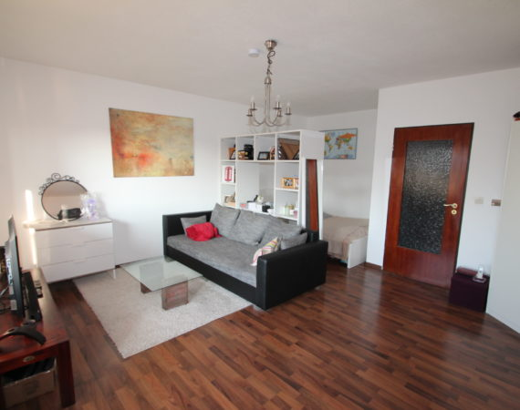 Kelsterbach: Teilmöblierte Wohnung auf ca. 45m² mit  EBK & Sonnenbalkon im alten Ortskern 1