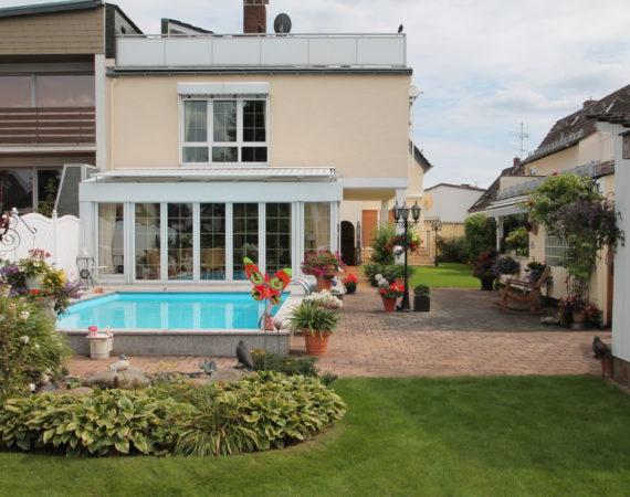Traumhaftes Anwesen mit zwei sehr gepflegten Häusern auf einem Grundstück 3