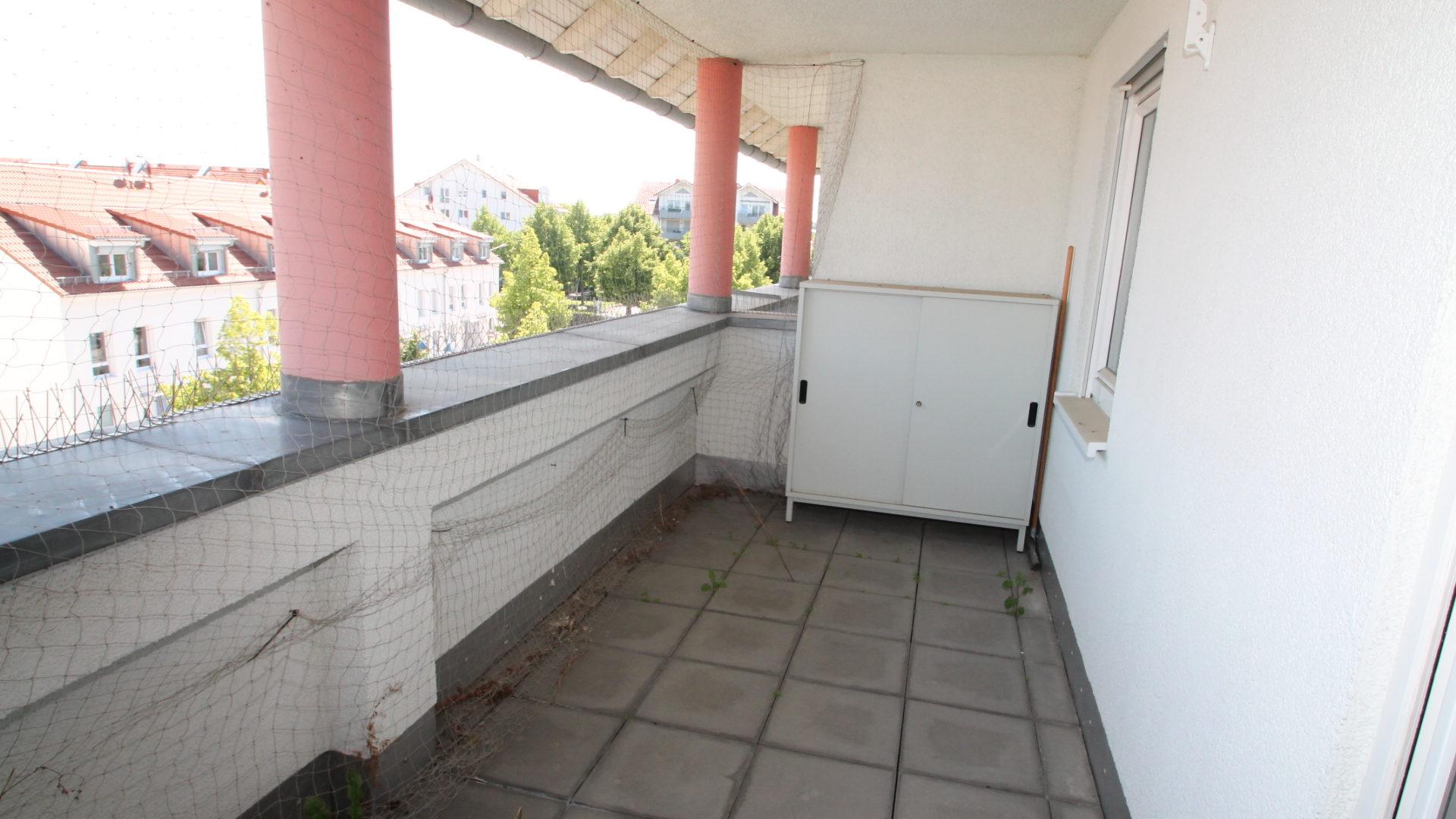 *Hell & Gepflegt* 2 Zimmer, 2 Balkone inkl. 2 TG-Stellplätze in zentraler Lage