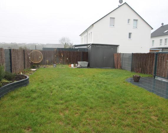 *In Feldrandlage* Neuwertiges Reihenendhaus mit großen Garten und 2 PKW-Stellplätze 2